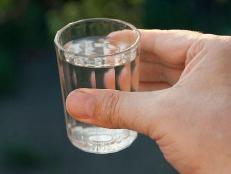 Минпромторг хочет снизить цену на водку до 100 рублей