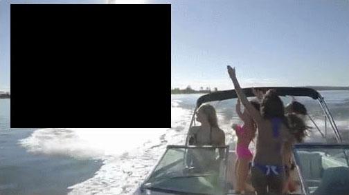 Чем удивить девушек на катере?