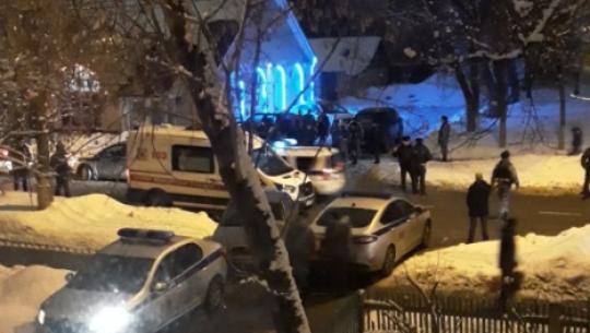 В кафе на одной из улиц на юге Москвы вооружённые люди устроили перестрелку.