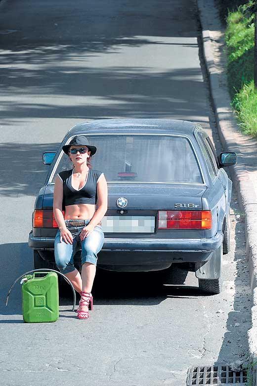 esli-konchilsya-benzin-na-doroge