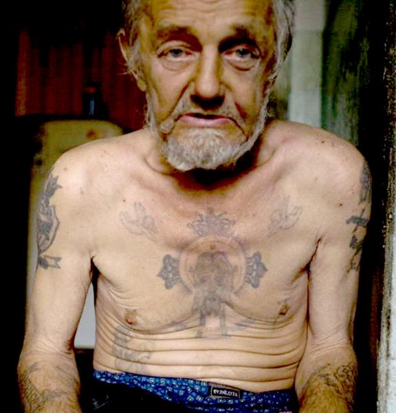Находившийся под домашним арестом за убийство 71-летний старик убил свою соседку