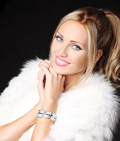 Белоруска Марина Алексейчик стала Миссис Мира-2014