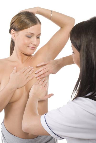 Пальпация. . Первым делом маммолог прощупывает и осматривает грудь, а такж