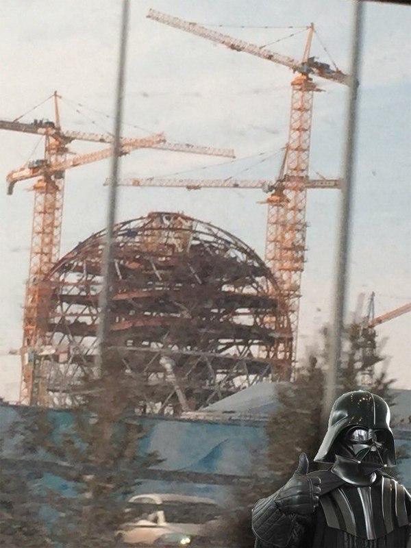 Я на все сто не уверен, но по-моему за окном строят Звезду Смерти...
