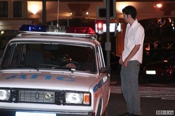 Тюменский водитель справил нужду перед автомобилем ГИБДД