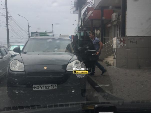 Водитель Porsche Cayenne напал на новосибирца, приставив к голове оружие