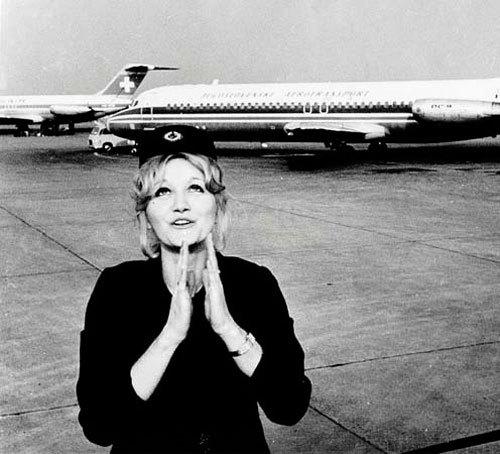 Ушла из жизни знаменитая стюардесса, выжившая после падения самолета с высоты 10 км