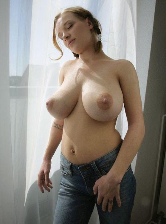 Подборка девушек с красивой грудью.