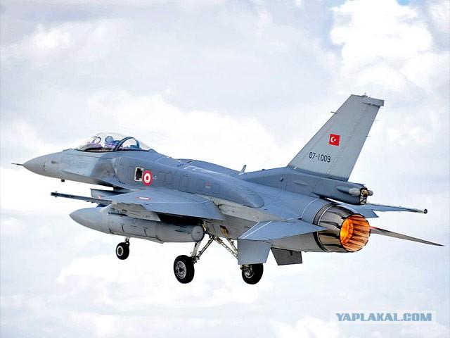 Турецкие ВВС сбили самолет на границе с Сирией