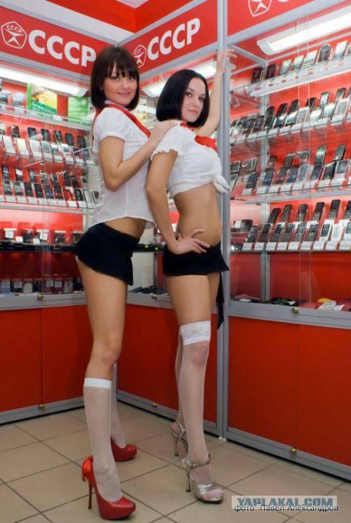 порно под юбкой у продавщицы фото