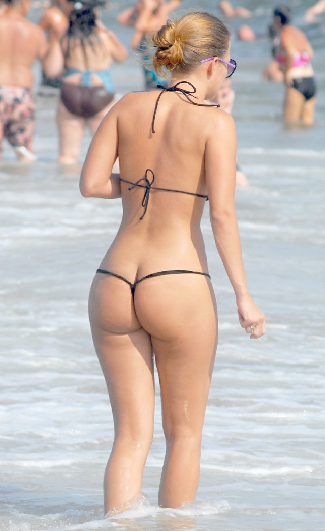 Фото Девушек В Стрингах На Пляже