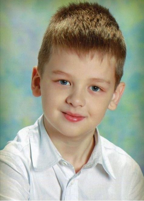 8-летний мальчик напоролся на цепь на горке и погиб. У того, кто натянул цепь, «надежная крыша»: уголовное дело затягивается