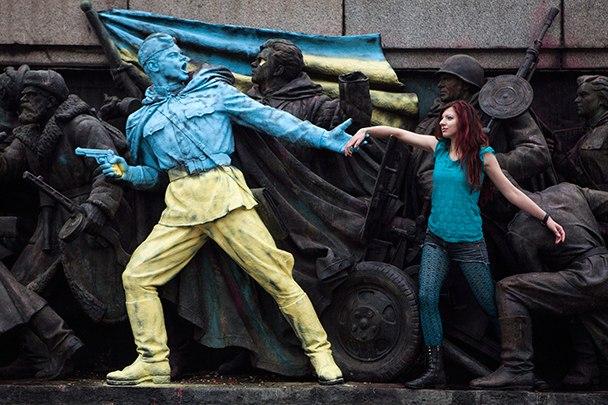 Памятник советским солдатам раскрасили