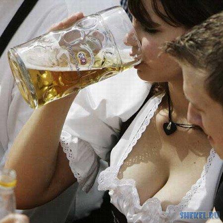 seksi-devushka-s-pivom