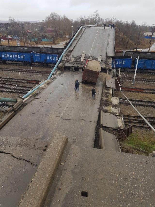 В городе Свободном виадук обрушился на железнодорожный состав