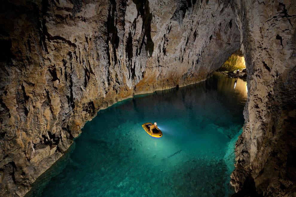 Спуск в одну из самых глубоких пещер мира