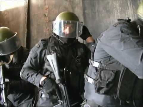 Бойцы Кадырова начали облаву насемью Ямадаевых. Четыреста силовиков вмасках задерживают людей вГудермесе