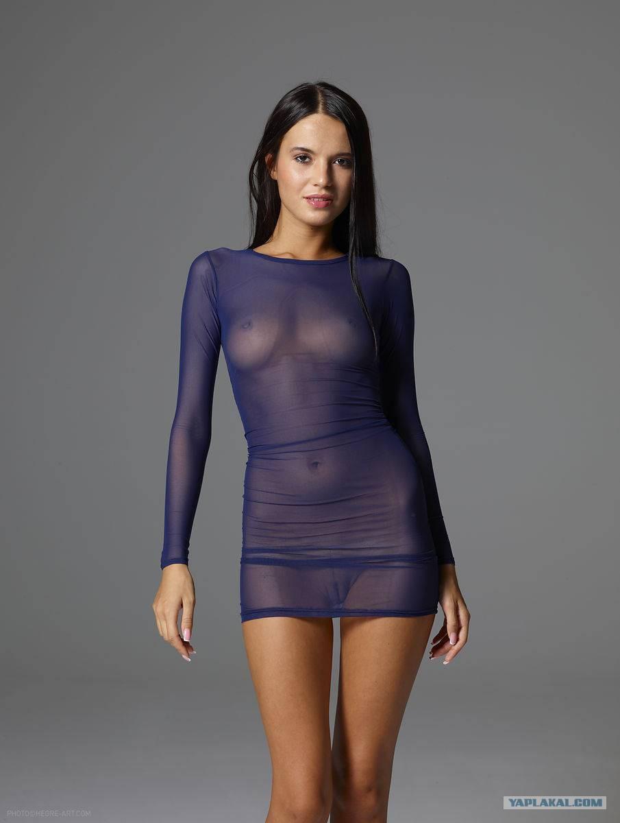 Фото девушки без белья в одежде 22 фотография