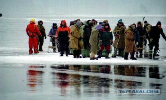 спасение рыбаков на березовском водохранилище