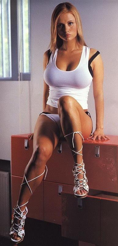 Летопись 90-х. Первая эротическая фотосессия Анны Семенович. 2003 год.