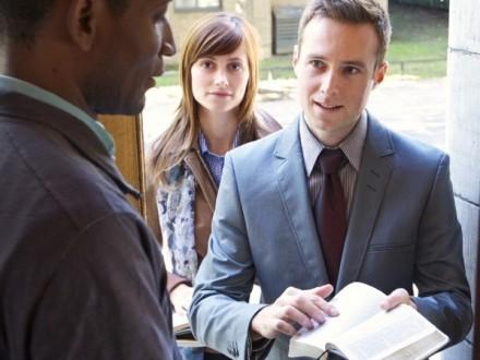 Деятельность «Свидетелей Иеговы» официально приостановили в России
