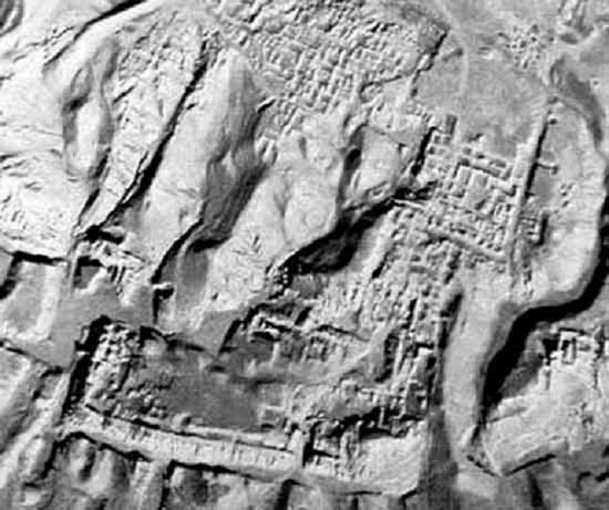Китайские уфологи обнаружили руины городов на Луне