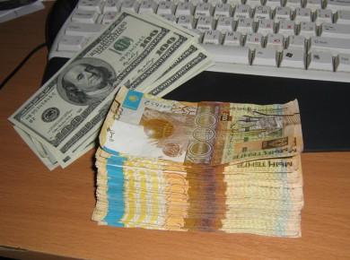 В Казахстане доллар теперь стоит 185 тенге
