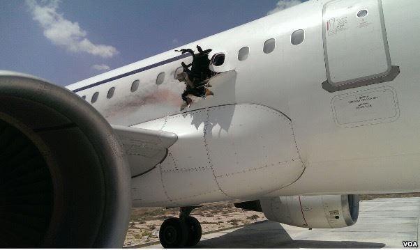 На борту летевшего из Могадишо Airbus A321 взорвалась бомба