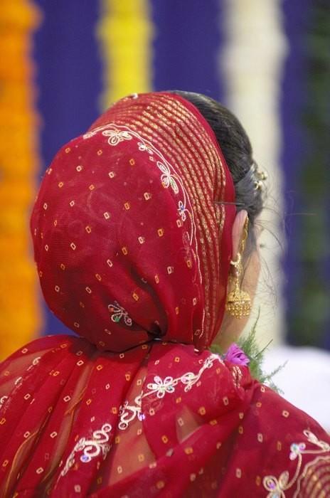 Муж, увидевший лицо жены только на свадьбе, через неделю подал на развод