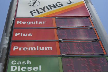Россия вошла в десятку стран с самым дешевым бензином!