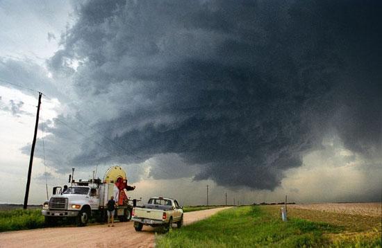 Охотники на торнадо (25 фото)