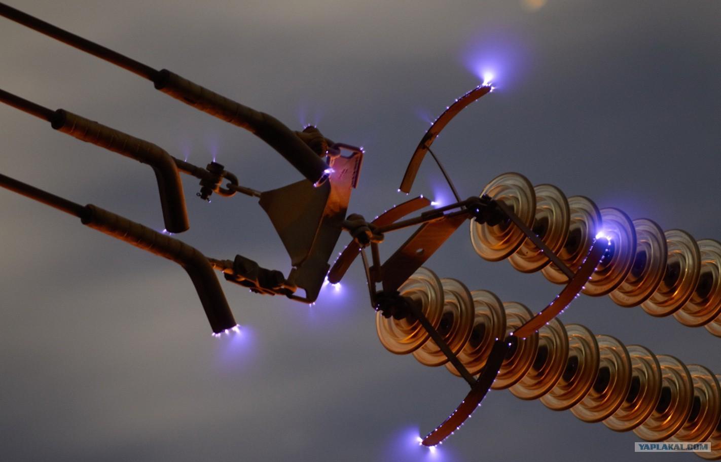 Почему высоковольтные провода трещат