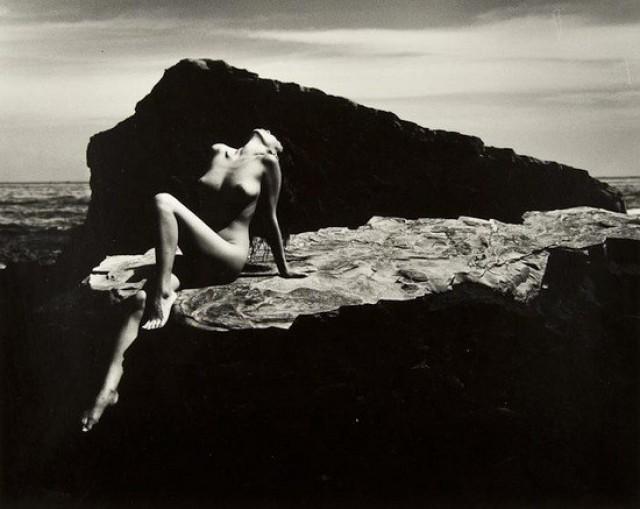 «Женщина и море» — фотопоэма Ивасе Ёсиюки