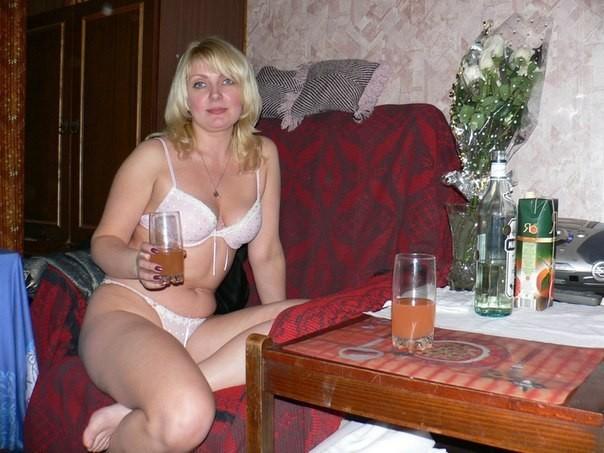 взрослые женщины одни дома.фото
