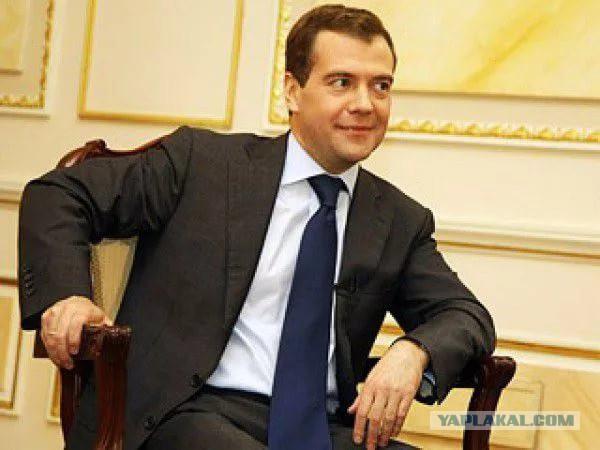 Медведев понизил прожиточный минимум