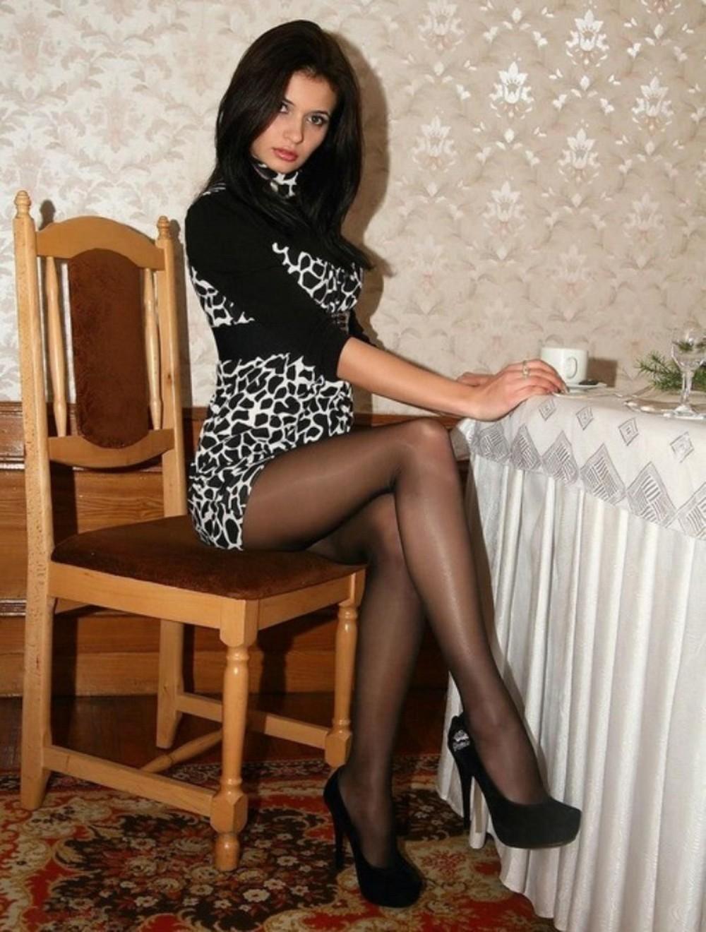 Фото девушки в чёрных колготках