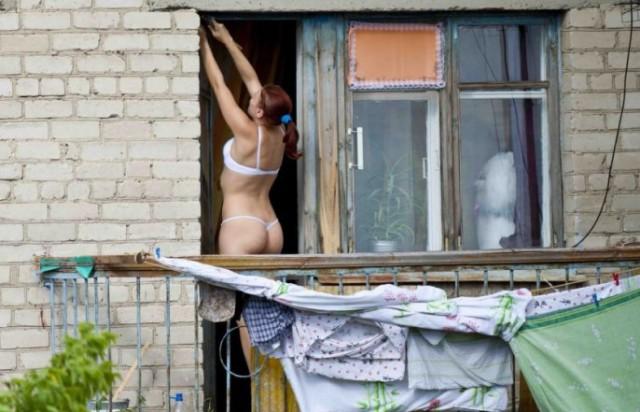 Подглядывание в частные окна домов порно