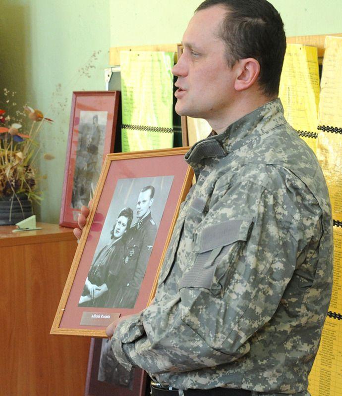 На уроках патриотизма в Латвии рассказали о подвигах войск СС.