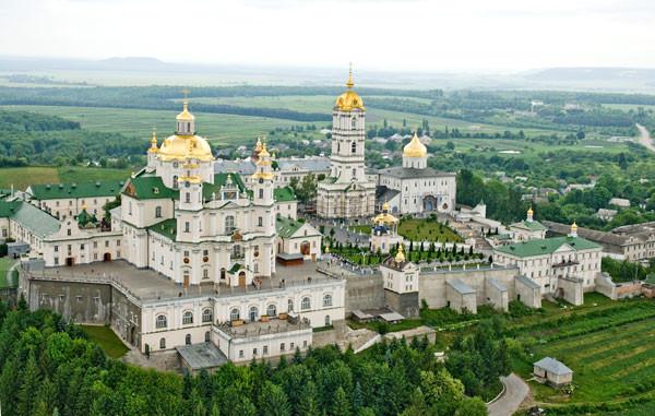 Почаевскую лавру закрывают и объявляют карантинной зоной