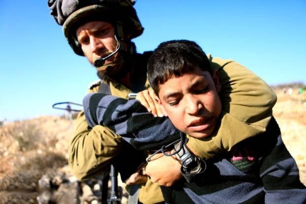 Израильские солдаты расстреляли палестинского подростка за брошенный в них камень
