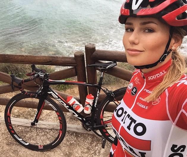 Хакеры слили в Сеть интимные фото очаровательной велогонщицы Голландии [18+]