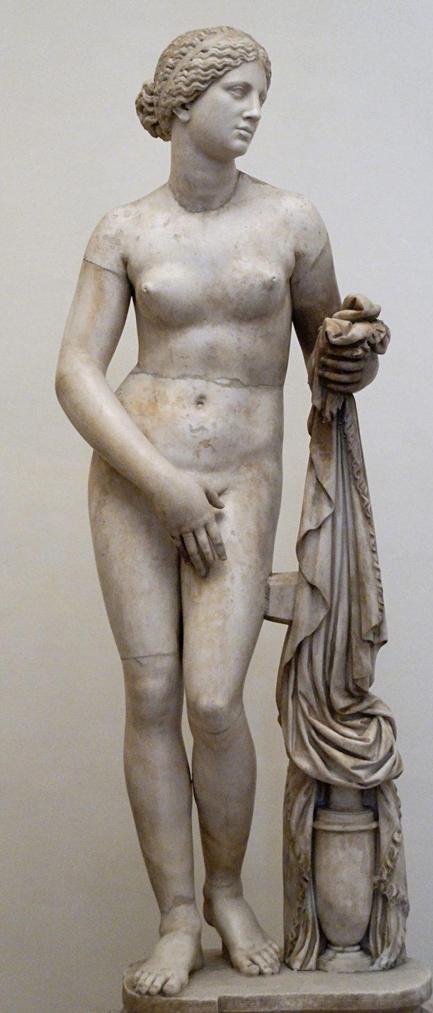 Афродита Книдская — настолько реалистичная статуя, что однажды с ней занялись сексом