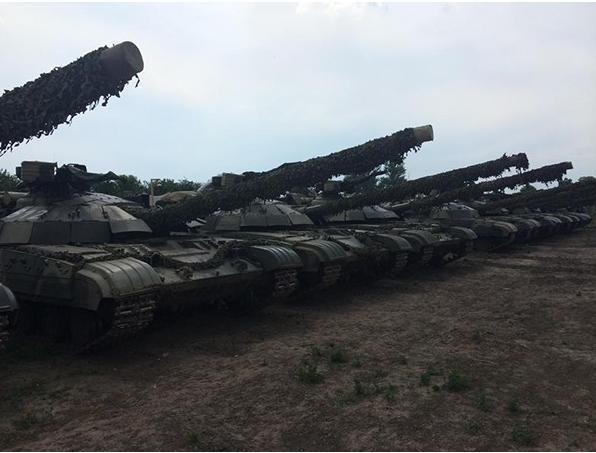 Каратели замуровали украинских танкистов в танках