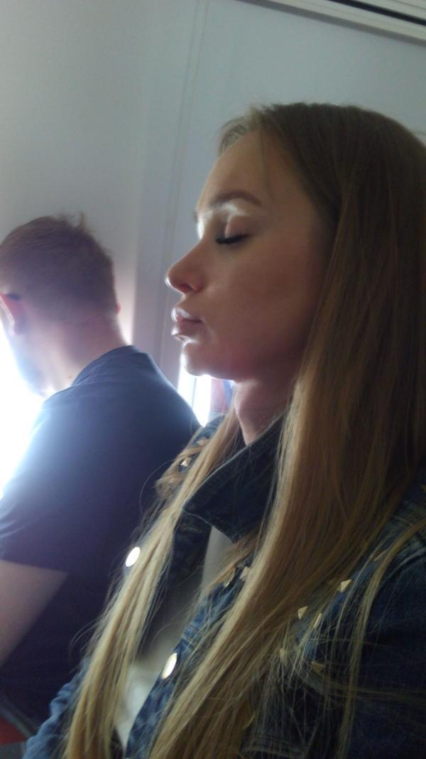 Парень с девушкой летят в самолете, но... СТОП!