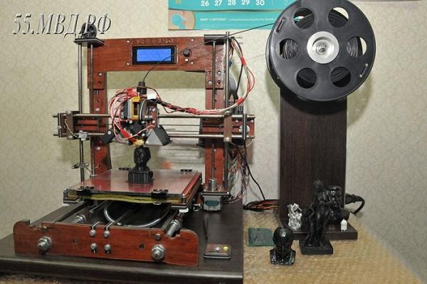 Полицейский из Омска собрал 3D-принтер за 3000 рублей