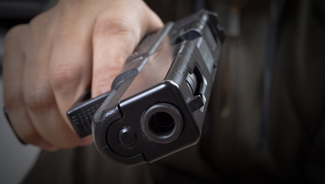 Сибиряк, празднуя рождение сына с проститутками, застрелил одну из них