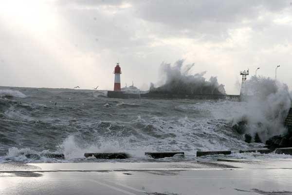 Шторм в Сочи разрушил Олимпийский морской порт
