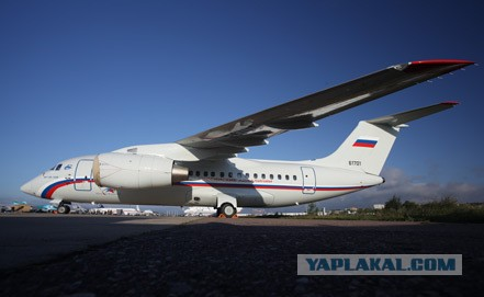 Пассажирский самолет готовится к аварийной посадке
