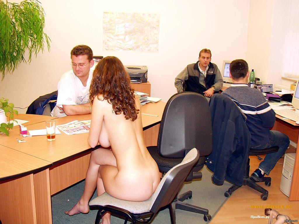 голая в офисе видео