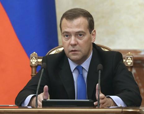 Медведев пригрозил ответить «без ограничений»